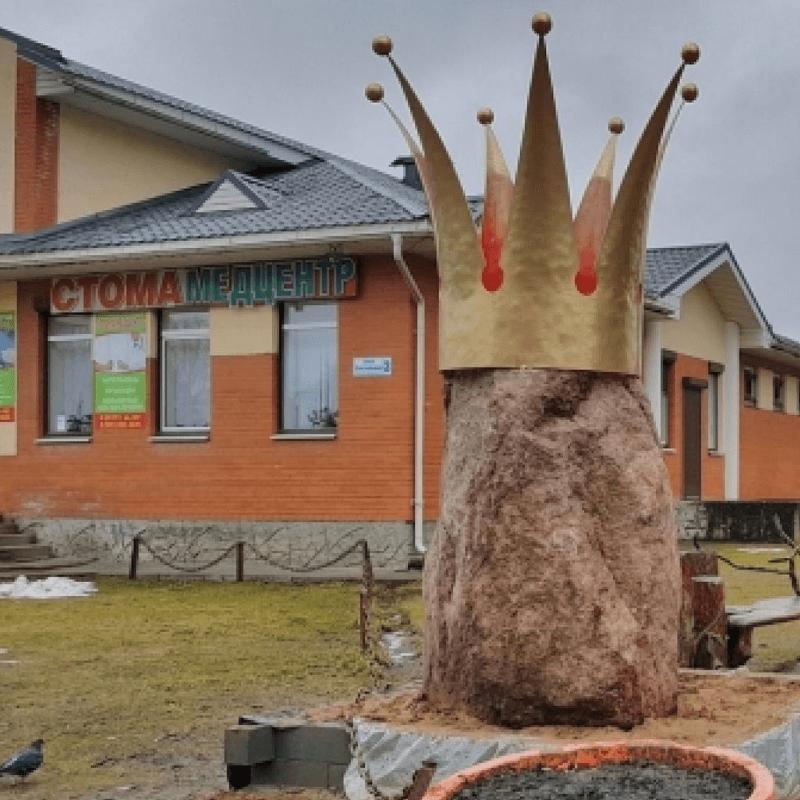 Гатчина памятник корона